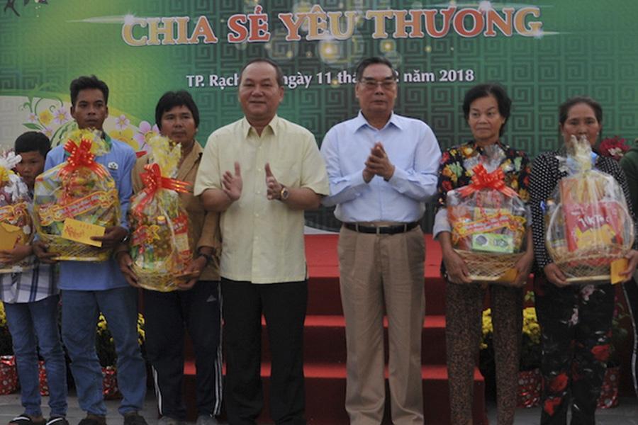 Chia sẻ yêu thương với người dân nghèo tại Khu đô thị Phú Cường ( Rạch Giá – Kiên Giang)