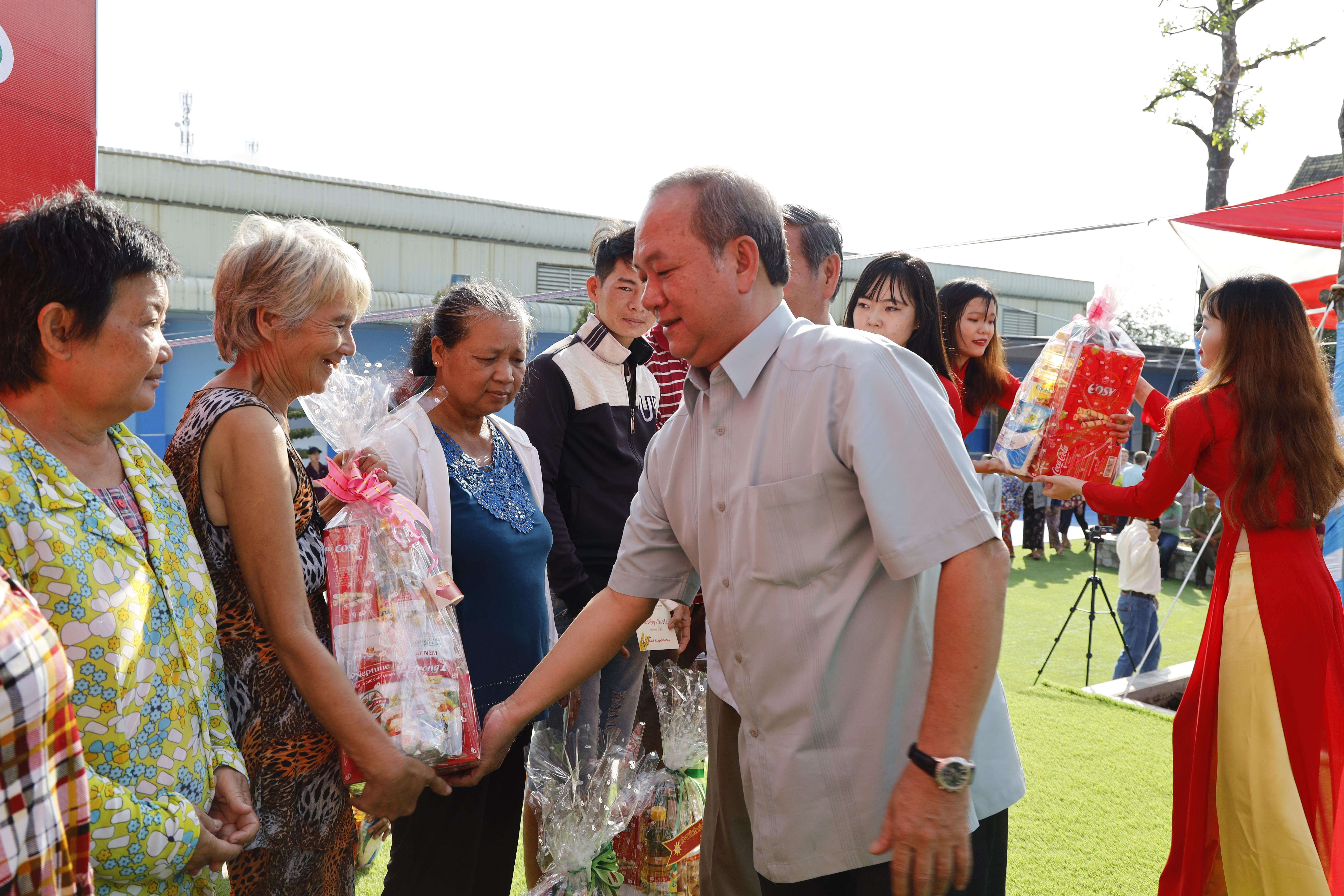 Tập đoàn Phú Cường hỗ trợ 4 tỷ đồng cho người nghèo ăn Tết
