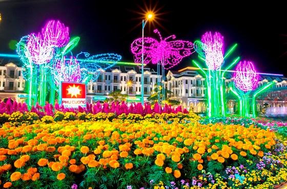 Chiêm ngưỡng đường hoa xuân hàng chục tỷ đồng ở phố biển Rạch Giá